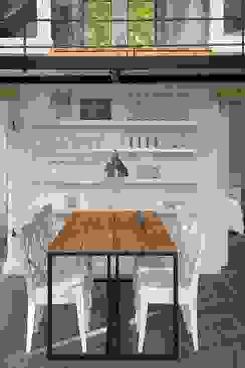 Sala da pranzo in stile rustico di AA s.c. Anatol Kuczyński Anna Kuczyńska Rustico