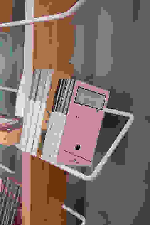4P1B Design Studio Living roomShelves