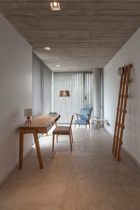 Study/office by ESTUDIO GEYA,