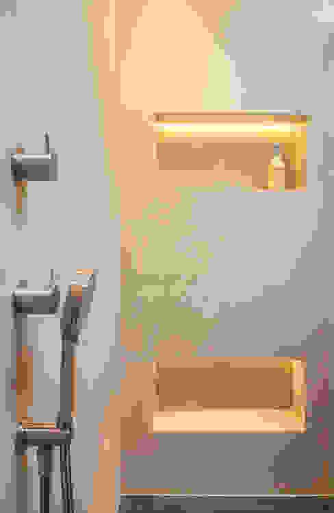Projekty,  Łazienka zaprojektowane przez Einwandfrei - innovative Malerarbeiten oHG, Nowoczesny