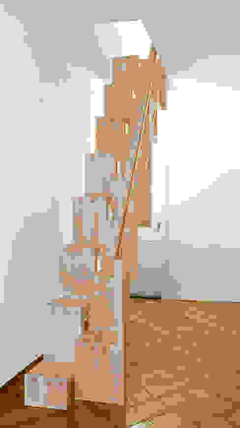 modern  oleh Daniel Beutler Treppenbau, Modern