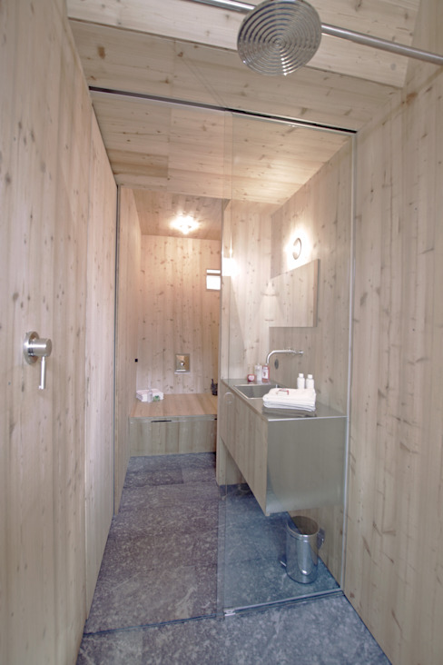 Haus der Ufogel Moderne Badezimmer von Aberjung Design Agency Modern