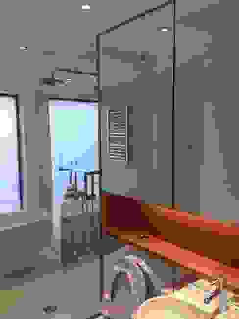 Bathroom Mirror Cladding di bohdan.duha Moderno