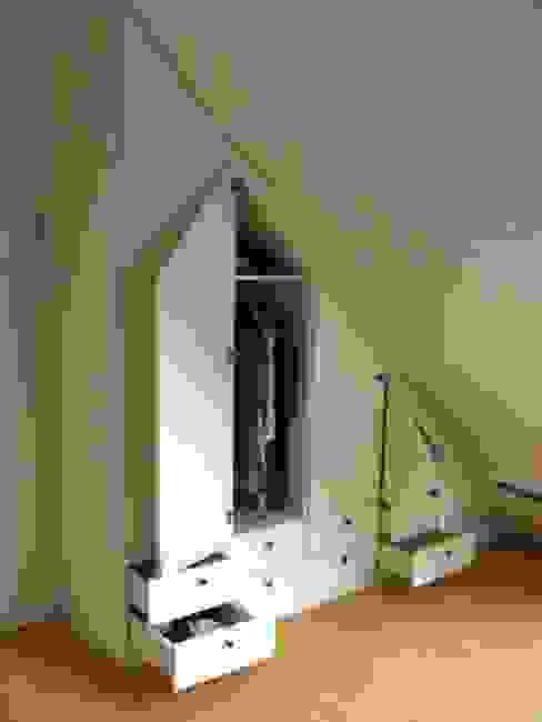 Kleiderschrank für Dachschräge von Schrankplaner GmbH Klassisch