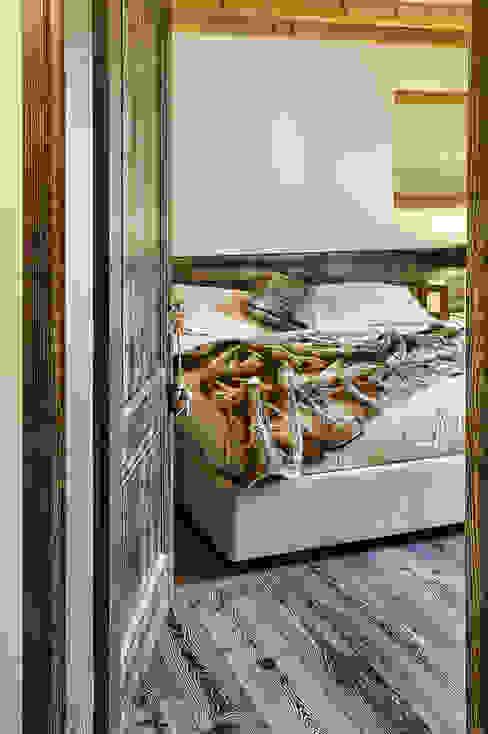 La camera padronale Camera da letto moderna di STUDIO PAOLA FAVRETTO SAGL - INTERIOR DESIGNER Moderno Legno Effetto legno