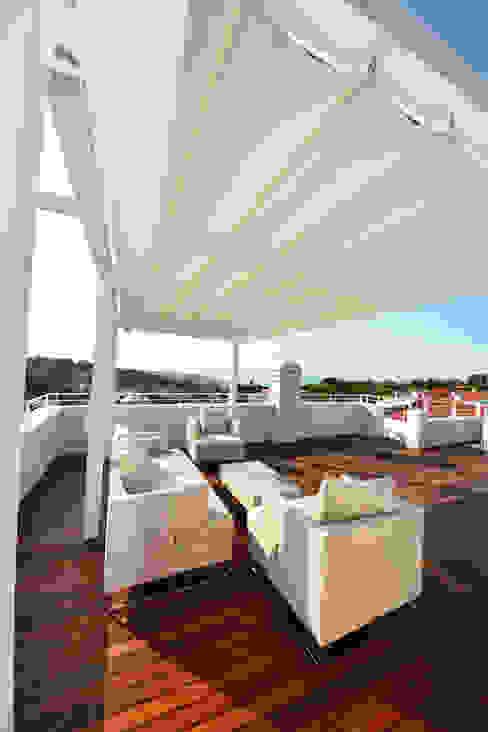 Balcones y terrazas modernos: Ideas, imágenes y decoración de studio architettura battistelli roccheggiani Moderno