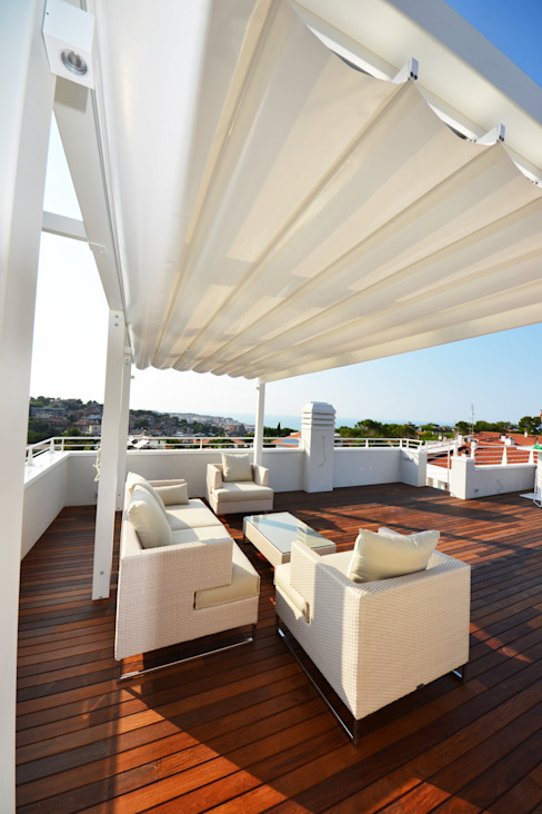 Terrazas de estilo  por studio architettura battistelli roccheggiani, Moderno