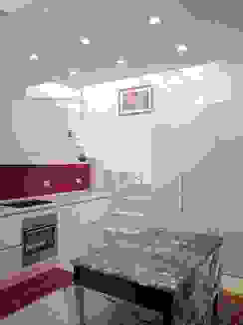 Architettura in piena luce.... La rinascita di un mini loft , 60 mq da scoprire di Francesca Mazziotti Architetto Moderno