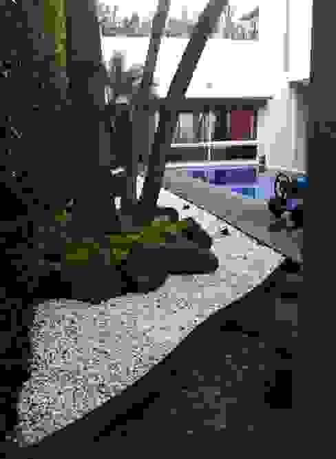 JARDINERA Jardines de estilo minimalista de GHT EcoArquitectos Minimalista
