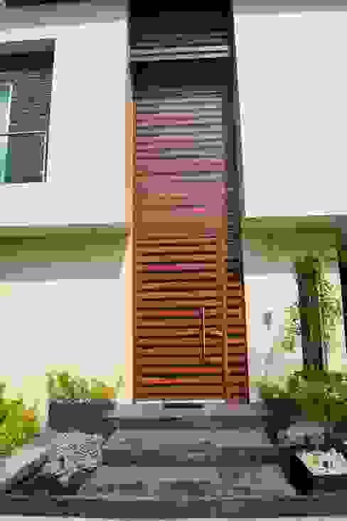 PORTICO: Casas de estilo  por GHT EcoArquitectos, Minimalista