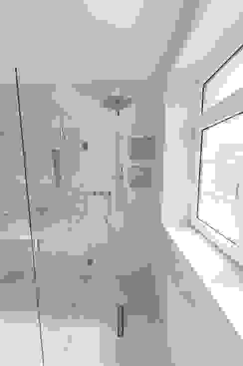 Baños de estilo moderno de Einwandfrei - innovative Malerarbeiten oHG Moderno