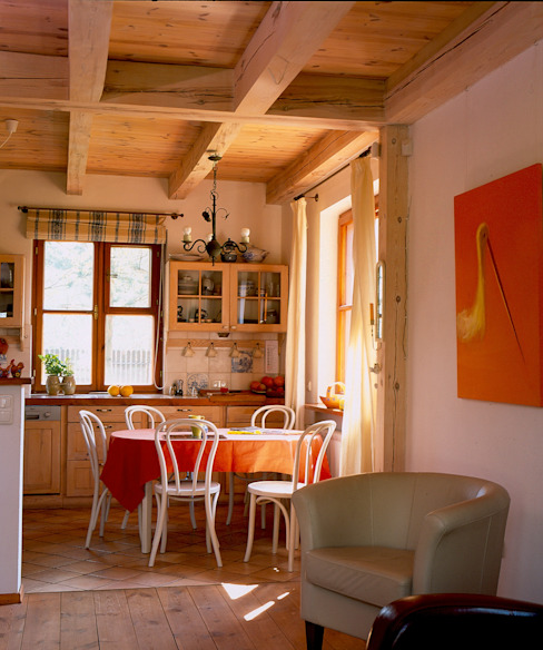 Dom w Hornówku (dom własny) Wiejska jadalnia od BM-Architekci Wiejski