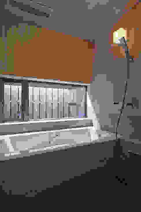 西宮北口の家: 福田建築工房が手掛けた浴室です。,モダン
