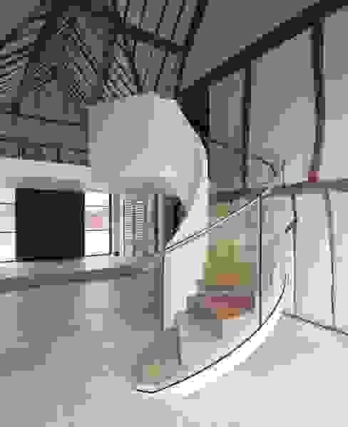 Projekty,  Korytarz, hol i schody zaprojektowane przez EeStairs | Stairs and balustrades,