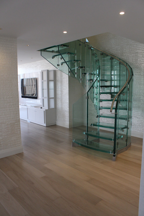 Helical glass staircase, Olympic Tower, New York Oleh Siller Treppen/Stairs/Scale