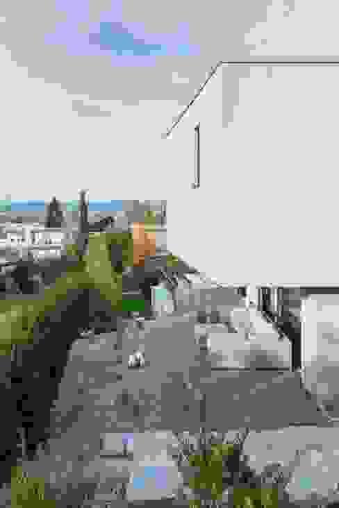 Modern Terrace by Marty Häuser AG Modern
