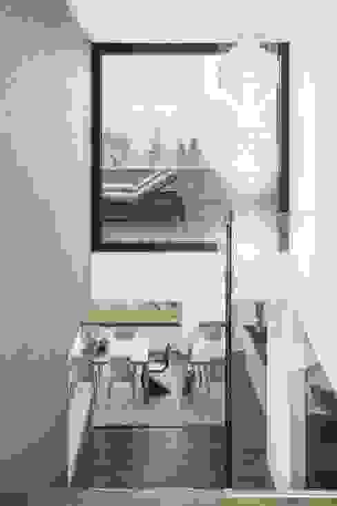 Balance Moderner Flur, Diele & Treppenhaus von Marty Häuser AG Modern