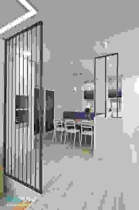 가족을 위한 단독주택: 디자인투플라이의  다이닝 룸,모던