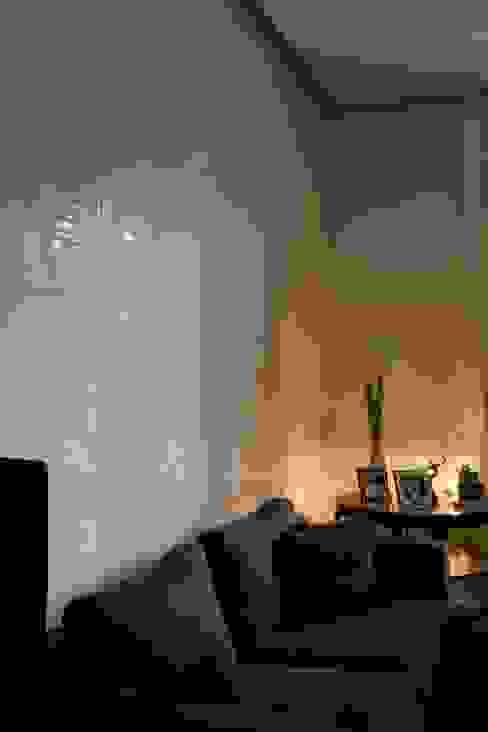 particolare della parete del soggiorno archbcstudio Pareti & PavimentiDecorazioni per pareti