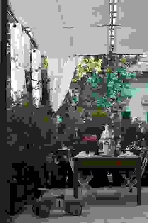 una casa deco' Balcone, Veranda & Terrazza in stile moderno di archbcstudio Moderno