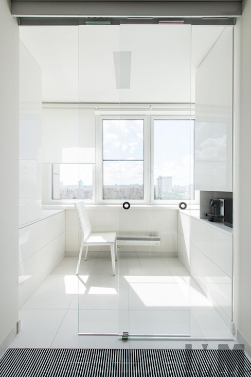 В потоке света Балкон и терраса в стиле минимализм от ММ-design Минимализм