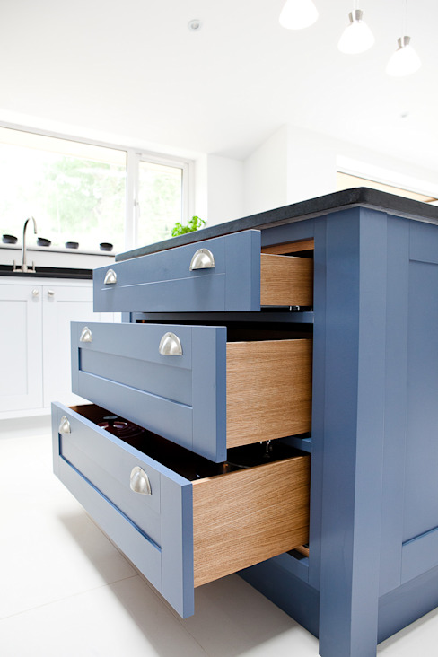 Blue & Grey shaker kitchen Modern kitchen by homify Modern