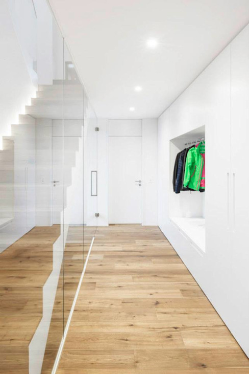 Nowoczesny korytarz, przedpokój i schody od Marty Häuser AG Nowoczesny