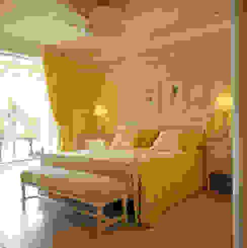 Dormitorios tropicales de Studio Oscar Mikail Tropical