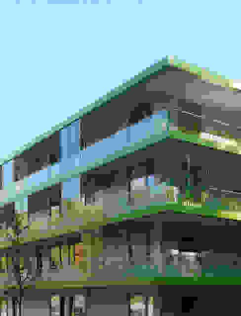 Studentische Wohnen Wildau Fassade mit Laubengängen Minimalistische Wohnzimmer von Sehw Architektur Minimalistisch