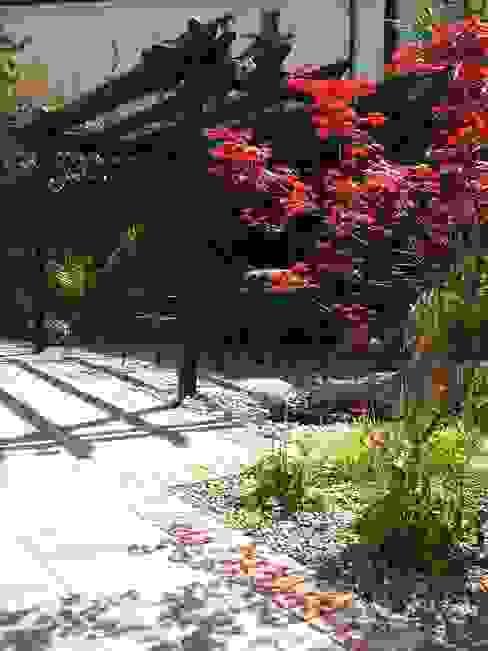 "The ""Courtyard"" Garden 根據 Kevin Cooper Garden Design 古典風"