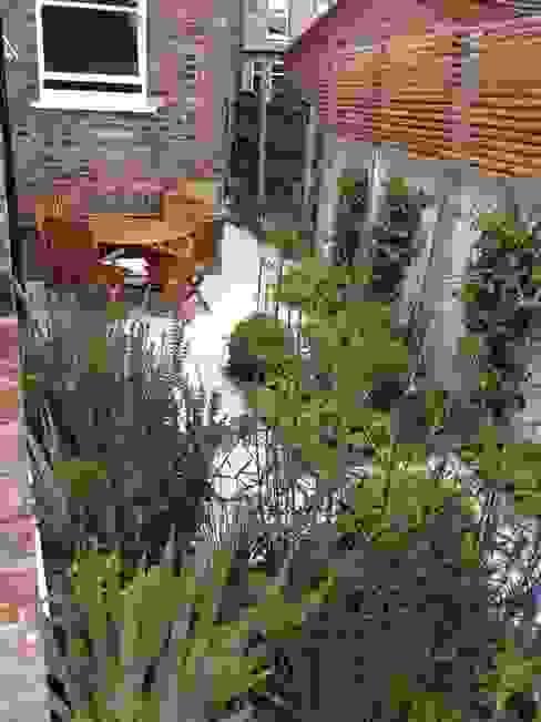 Bowden House Modern style gardens by Aralia Modern Stone