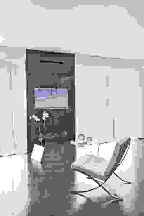 A Montecarlo, come una galleria d'arte vista mare Ristrutturazione di una residenza privata di FEDERICO DEL ROSSO