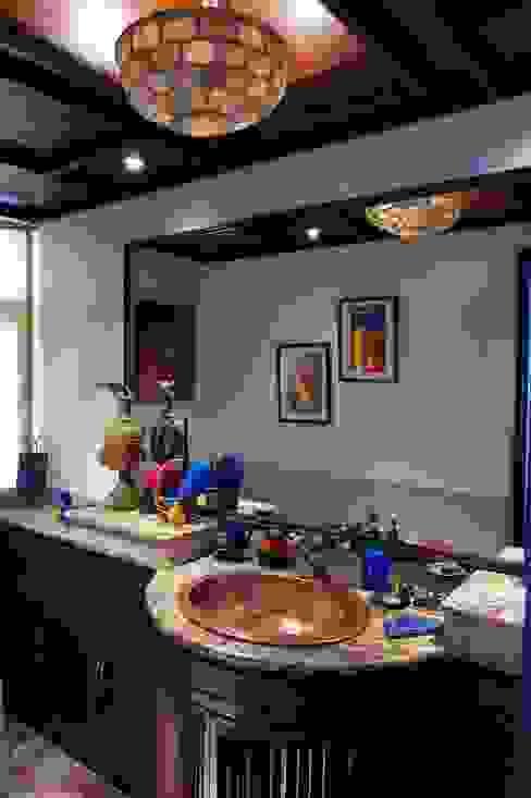 Living room by Vijay Kapur Designs
