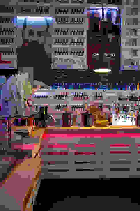 The counter Gastronomía de estilo ecléctico de BRENSO Architecture & Design Ecléctico