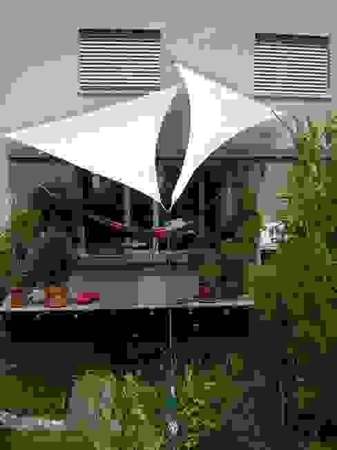 Balcon, Veranda & Terrasse de style  par Textile Sonnenschutz- Technik