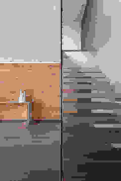 Corridor & hallway by ARCHETONIC / Jacobo Micha Mizrahi, Minimalist
