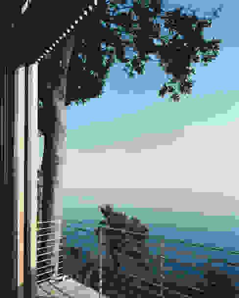 HOUSE BETWEEN THE SKY AND THE SEA, SORI Casas de estilo mediterráneo de 5+1AA alfonso femia gianluca peluffo Mediterráneo