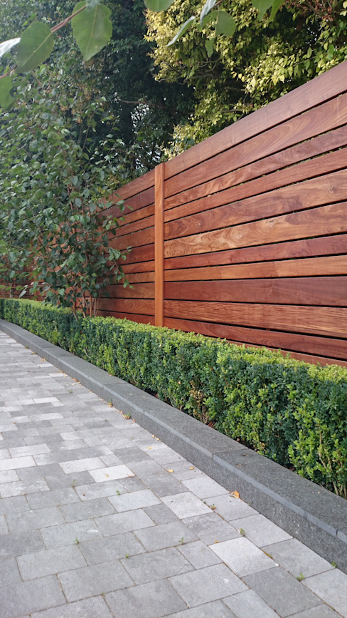 Contemporary screening , fencing & wall panels Jardins modernos por Paul Newman Landscapes Moderno