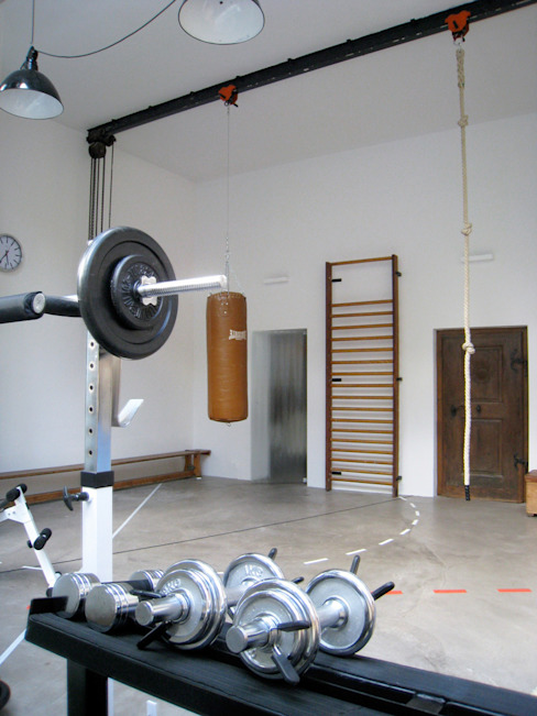 Industrial style gym by MEA Studio - Architektur I Innenarchitektur I Retail Design Industrial