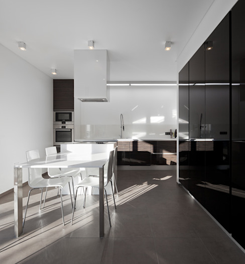 XIEIRA HOUSE II Modern Kitchen by A2+ ARQUITECTOS Modern