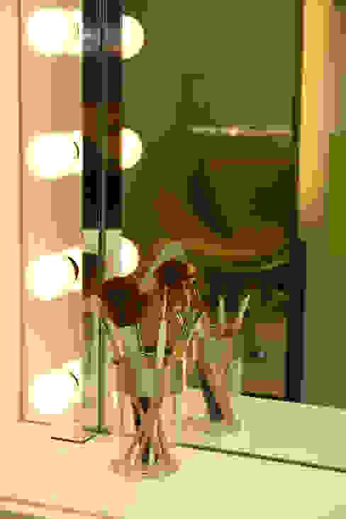 Moderne winkelruimten van lauraStrada Interiors Modern