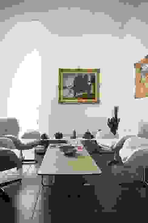 Clinics by Studio Cappellanti, Minimalist