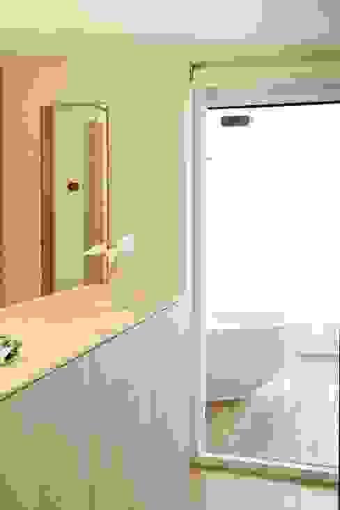 Moderne Badezimmer von Angeli - Brucoli Architetti Modern