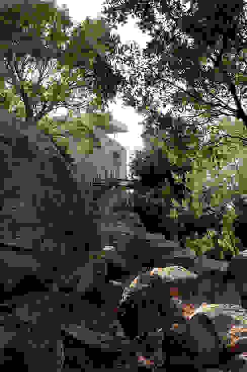 房子 by Vezzoni Associés, 地中海風