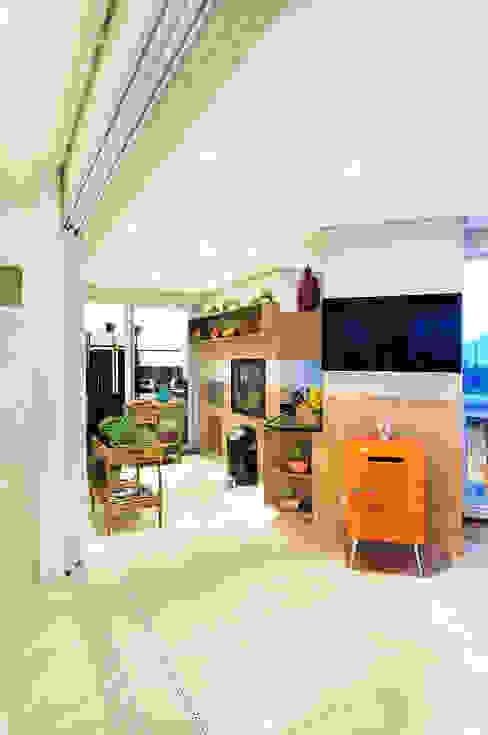 Adriana Scartaris: Design e Interiores em São Paulo Balcones y terrazas de estilo moderno