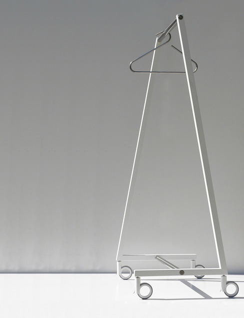 SUNCHARIOT 2, coat hangers holder od Insilvis Divergent Thinking Minimalistyczny