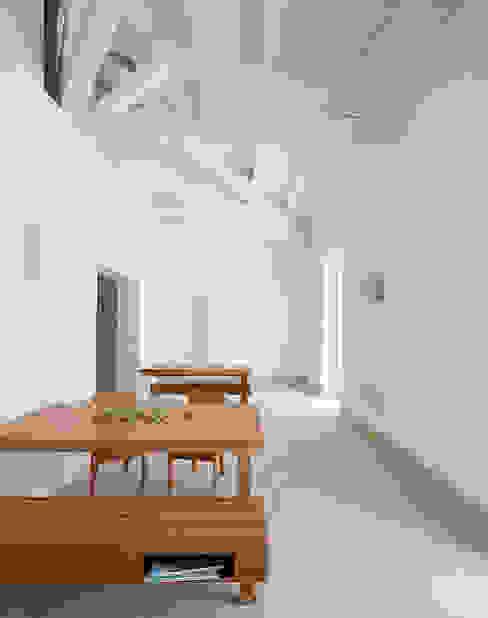 Salle à manger méditerranéenne par Indice Creativo Méditerranéen