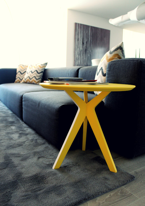 Pinkit, side table de homify Minimalista Tablero DM