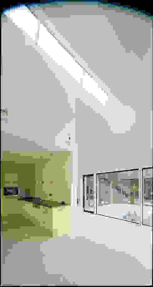 Salones de estilo moderno de F29 ARCHITEKTEN GMBH Moderno