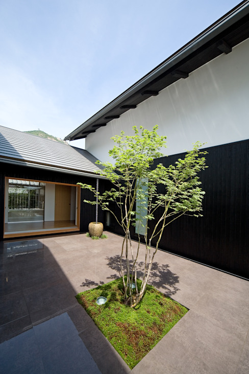 โดย 株式会社古田建築設計事務所 โมเดิร์น